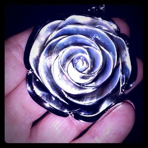 Jewelry - Beautiful Carved Abalone Rose Necklace